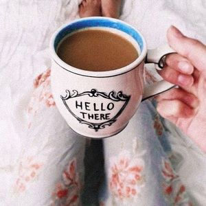 Molly Hatch Crowned Leaf Mug < Hello There>